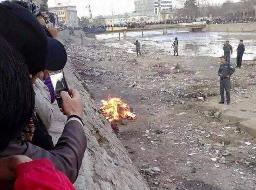 پیکر فرخنده در میان شعله های آتش